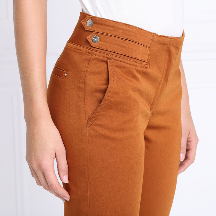 Pantalon chino ajusté 7/8ème marron femme